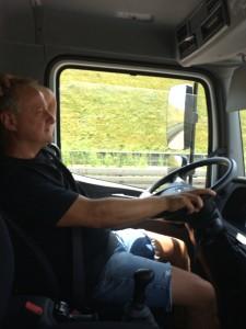 """Der Job bedeutet auch viel im Auto sitzen, unterwegs sein. """"Immer schön in Bewegung bleiben"""" ist mein Motto."""