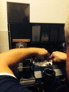 Manchmal Störungen am Kaffeevollautomaten beheben.