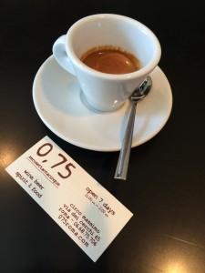 Ein Cafe in Rom bietet den Espresso für 0,75 Eur an.