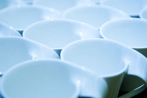 Die entnehmbaren Teilen der Kaffeeautomaten müssen regelmäßig mit sauberen getauscht werden.